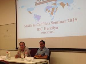 Foto: Elhanan (izquierda) y Aramin (derecha) cuentan sus historias a los periodistas
