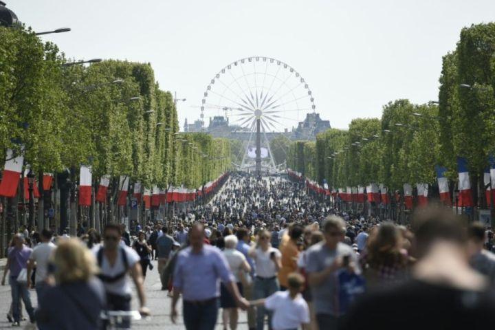 Francia coquetea con la idea de una política exterior dederecha